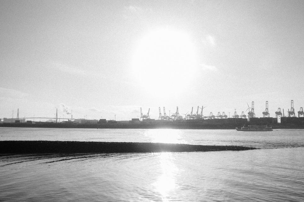 Hamburger Hafen in schwarzweiß